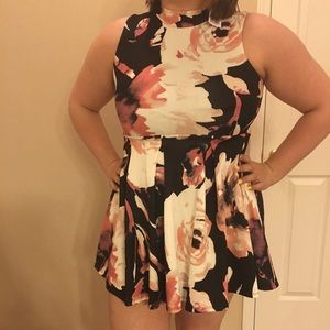 Floral mini dress, TAGS ON.